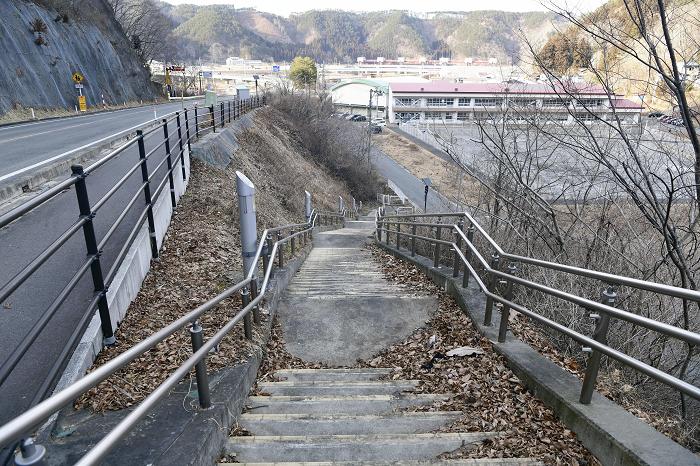 3・11 岩手で「あって良かった」 小学校の避難階段