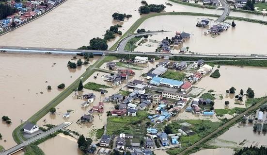 最上川が氾濫して冠水した住宅街
